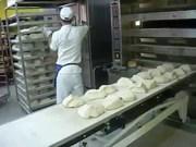 Работник на вспомогательные роботы на пекарне в Чехии